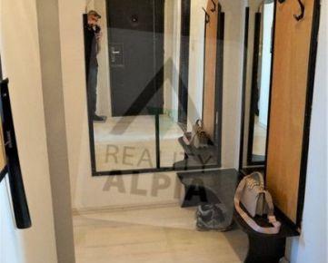 Kompletne zrekonštruovaný 4-izbový byt s pekným výhľadom na Trnavu-Družba