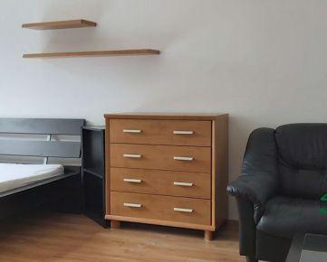Ponúkame na prenájom šikovný 1 izb. byt v centre Dúbravky