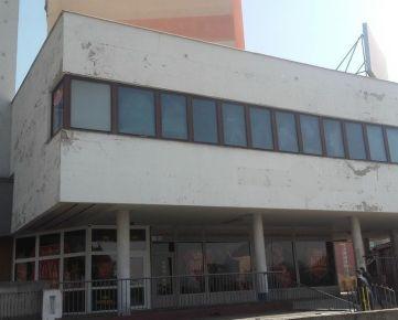 Predaj prevádzkových priestorov 572 m2 v Petržalke na Námestí hraničiarov