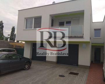 Na predaj priestranný 2 izbový byt na Žitavskej ulici v Senci