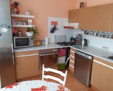 Slnečný 3-izbový byt s balkónom v Účku  (73 m²), Banská Bystrica - Sásová