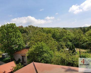 Predaj štýlového 3,5 izbového MEZONETOVÉHO bytu v nadstavbe s veľkým 8m2 balkónom a loggiou - DEVÍN, nádherný výhľad! Treba vidieť