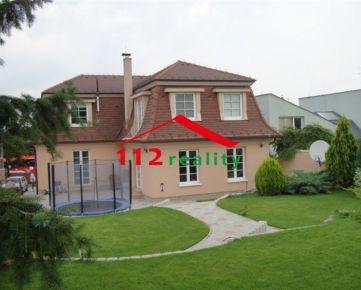 NA PREDAJ reprezentatívny 6 izbový dom s garážou, pekná záhrada, Bratislava IV, Záhorská Bystrica