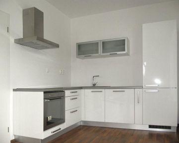 Na prenájom 4-izbový zariadený byt v centre Galanty