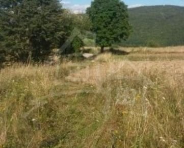 SUPER CENA!! Stavebný pozemok na polosamote  v peknom prostredí hriňovských lazov