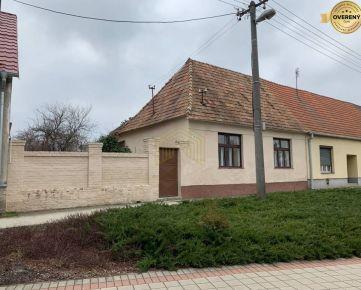 Veľký pozemok so starším domom v obci Boleráz 1164m2.