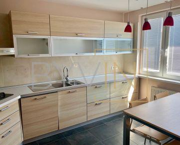 REZERVOVANÝ: Nadštandardne zariadený priestranný 3 izbový byt na ulici Milana Marečka