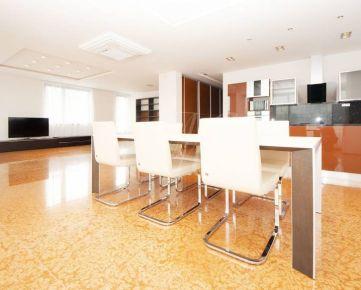 Luxusný zariadený priestranný 5i byt s terasou a parkovaním