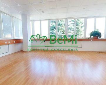 Na prenájom 3 kancelárie priechodzie 77 m2 Banská Bystrica