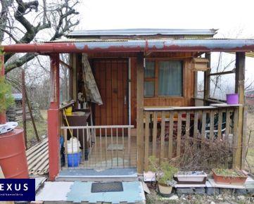 Predaj, záhrada  s chatkou v rekreačnej lokalite za OC Glavica, príjemné prostredie pod Devínskou Kobylou, VODA, ELEKTRINA