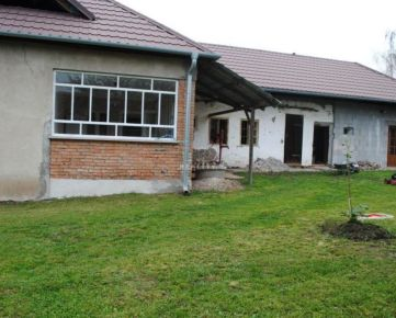 Rodinný dom neďaleko Štúrova na pozemku o výmere 1109 m2, Malé Ludince, Levice. CENA: 27 000,00 EUR
