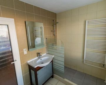 1 izb. byt, na Železníkoch, OV, 3p, NEZARIADENÝ, čiastočne UPRAVENÝ, už VOĽNÝ