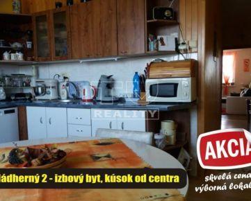 Nádherný veľkometrážny 2 – izbový byt s prekrásnym výhľadom na panorámu mesta Zlaté Moravce, výborná lokalita – kúsok od centra. 63 m2