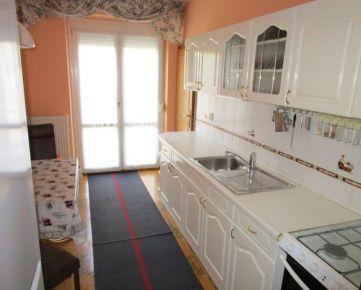 3 izbový byt v centre v Slávičom údolí • úžitk. plocha 90 m2 • terasa • 2. poschodie • Zariadený a vybavený so spotrebičmi  Cena: 550 Eur/mesačne + energie 150 Eur/m  • 3 rooms apartment  • Usable are