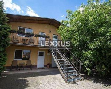 PREDAJ - objekt s hotelom, apartm. domom, rodinným domom a parkovaním