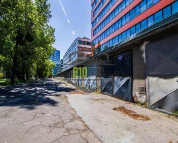 GARÁŽ v oblasti 500 BYTOV neďaleko CBC a autobusovej stanice - BUDOVATEĽSKÁ