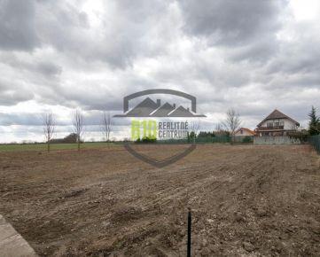 ALŽBETIN DVOR - stavebný pozemok 1811m2 NA VÝSTAVBU ROD.DOMU