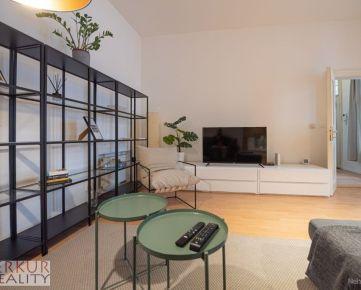 Ponúkame na prenájom 2.izb byt v historickom centre mesta.