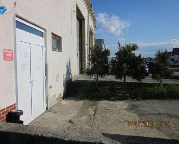 Na  prenájom sklad prípadne garáž pre  nákladne vozidla.