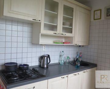 PREDAJ - priestranný 2,5 izb. byt na Trebišovskej ul. s loggiou aj s balkónom, BA-Ružinov