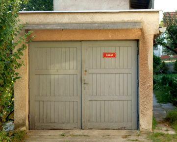 Hľadáme garáž v Karlovej Vsi