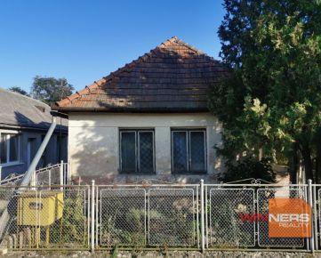 Starší rodinný dom v centre obce Veľké Trakany