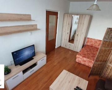 TRNAVA REALITY - ponúka na prenájom pekný útulný 1 izb. byt v Trnave na ulici A. Kubinu