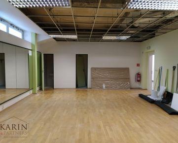 Prenájom priestor/ tanečná sála 58,75m2+ WC a šatňa 8m2, Stromová ul., BA III., Kramáre.