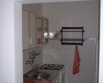 Útulný, zariadený, 1 izb, 39 m2, prízemie/8, loggia, čiastočná rekonštrukcia, Karlova Ves, Silvánska