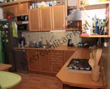 3-izbový byt s balkónom v Petržalke na Holíčskej ulici