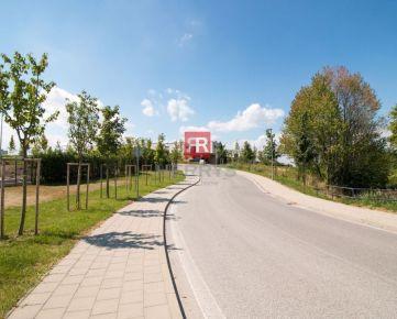 HERRYS - Na predaj krásny pozemok s výmerou 2087 m2 za 300 €/m2 vrátane všetkých inžinierskych sietí