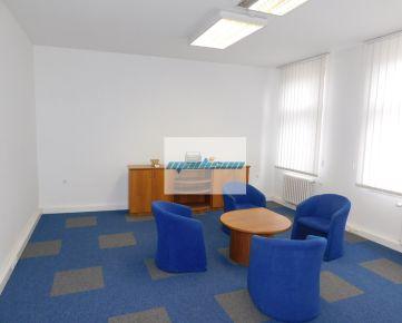 Samostatný kancelársky priestor v zrekonštruovanej historickej budove na Štefánikovej ulici, ihneď pripravený k nasťahovaniu, čiastočne zariadený, klimatizácia, možnosť rozšírenia o ďalšie priestory