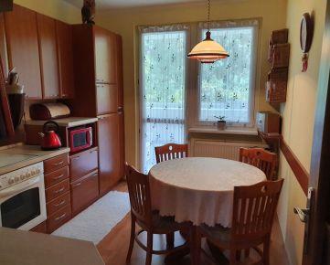 VOĽNÝ 4-izbový byt s celkovou výmerou 86,1 m2, pekné okolie, zeleň, park a občianska vybavenosť.