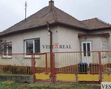 Na predaj rodinný dom 3+1 s garážou, pozemok 465 m2 Nitra- Dražovce