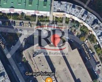 Na predaj garáž v garážovom dome na Beniakovej ulici v Karlovej Vsi, BAIV