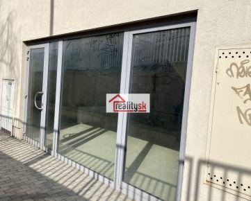 Výnimočné priestory v tesnej blízkosti FN Nitra vhodné na predajnu ,ordináciu , zubár, fyzio aj kancelárie