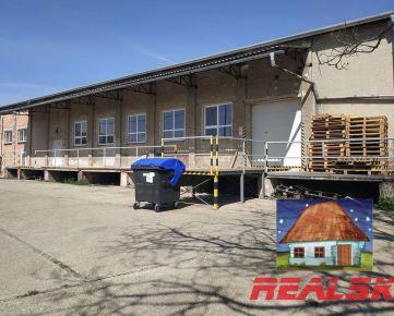 Výrobná hala s rampou a s pozemkom v Nitre na predaj. Vhodná aj pre potravinársku výrobu.