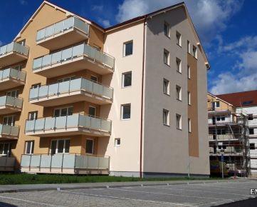 Posledný 2-izb. byt s veľkým balkónom v bytovom dome D7, sídl. Muškát