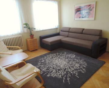 1i byt BA - Staré Mesto - Špitálska, pri MEDICKEJ ZÁHRADE - nápaditý, precízne prerobený, zariadený, voľný ihned'