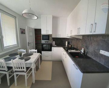 Prenajmeme 4-izbový byt v NR – Ďurčanského, komplet výbava