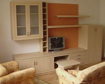Prenajmeme peknú 2 garzónku na Prievozskej ulici, kompletne zariadenú s chladničkou a práčkou, bez balkónu, zariadenú pre 1 osobu alebo pár, Lokalita blízsko Mlysnké Nivy  Adresa: Prievozska   Počet i