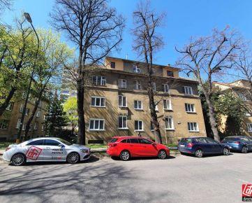Direct Real - 1-izbový tehlový byt pri štadióne Ondreja Nepelu, Ružinov