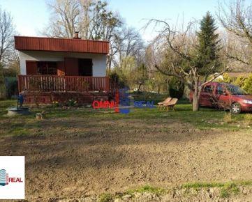 Tehlová chatka zo záhradou v Dúbravke, Agátova ul. - časť Veľká lúka, 420 m2