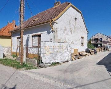 Predaj stavebného pozemku pre SAMOSTATNE STOJACÍ rodinný dom SO ZÁHRADKOU / Bratislava - Kvetinárska ul.