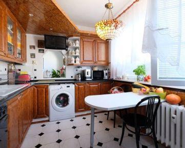 3 izb. byt 68m2, loggia, pivnica, Sekurisova ul., Dúbravka, 4/4p., zateplený dom, bez výťahu, zeleň