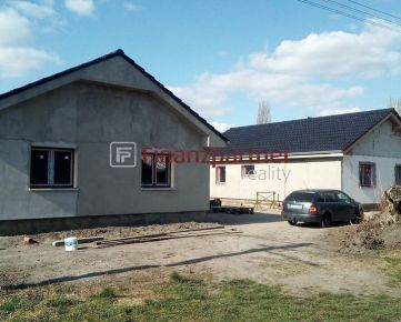 Ponúkame Vám na predaj 3 izbový rodinný dom pred dokončením v obci Blahová-024-12-KIS