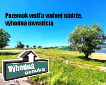 Výborná investícia. Pozemok vhodný na rekreačné účely - vedľa vodnej nádrže Kozárovce, 2715 m2. CENA: 65 000,00 EUR