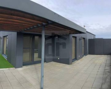 Direct Real - 360° VR - exkluzívne ponúkame na predaj 4 izbový byt s veľkou terasou (orientácia JZ) a parkovaním v garáži. Slnečnice Vila...