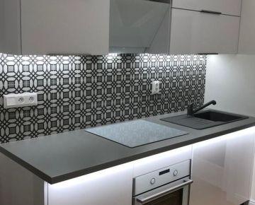 TRNAVA REALITY, s.r.o. ponúka na prenájom moderný 2 - izbový byt po kompletnej rekonštrukcii na ulici Teodora Tekela v Trnave.