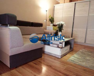 REZERVOVANÝ! Nová cena pekného 2 izbového bytu s balkónom pri stanici v Nových Zámkoch